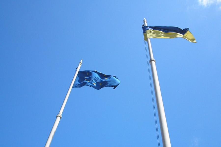 Clinching Neighbors: Ukraine on the Path into Europe